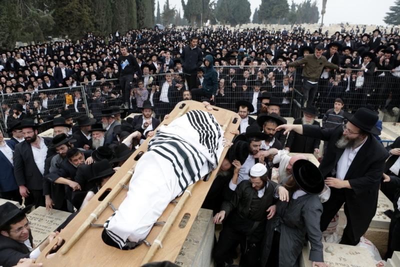 תיעוד וידאו ענק: משערי חסד עד הקבורה