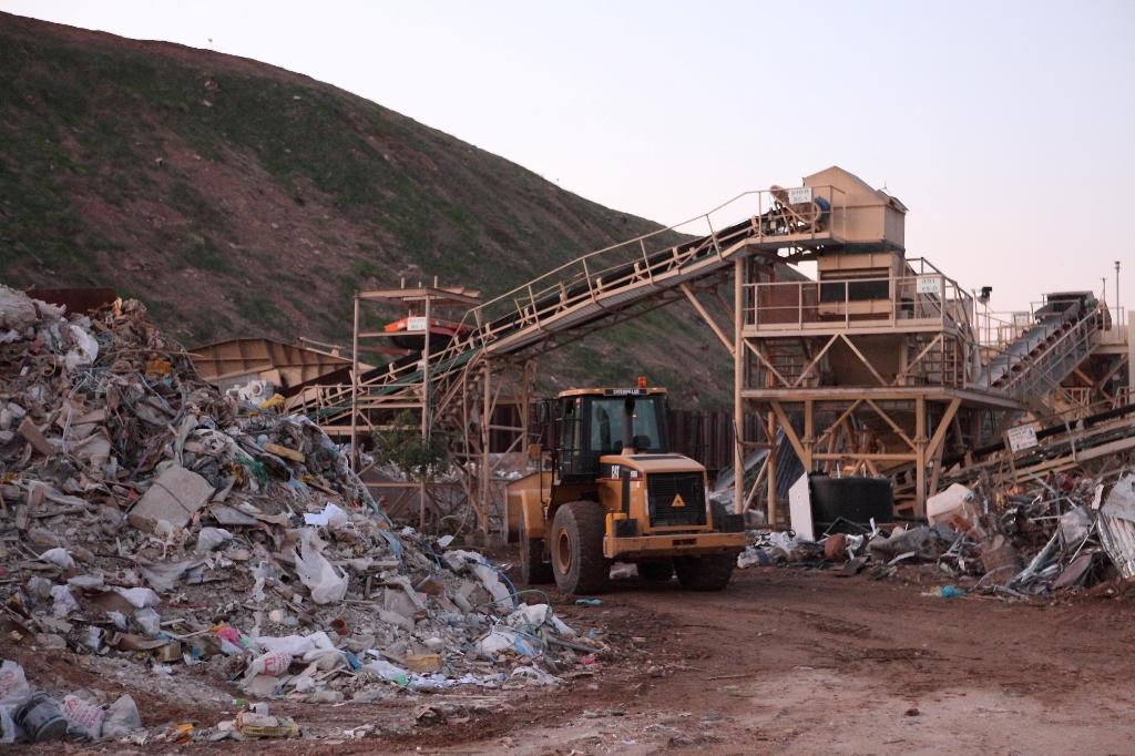מונופול על הזבל: עיריות גוש דן מתנגדות להקמת מתקן למיון פסולת