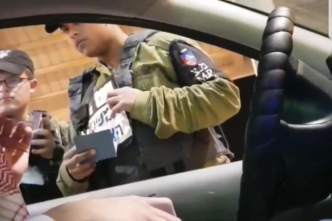 החפשו לערבים ועוכבו במחסום | צפו בתיעוד