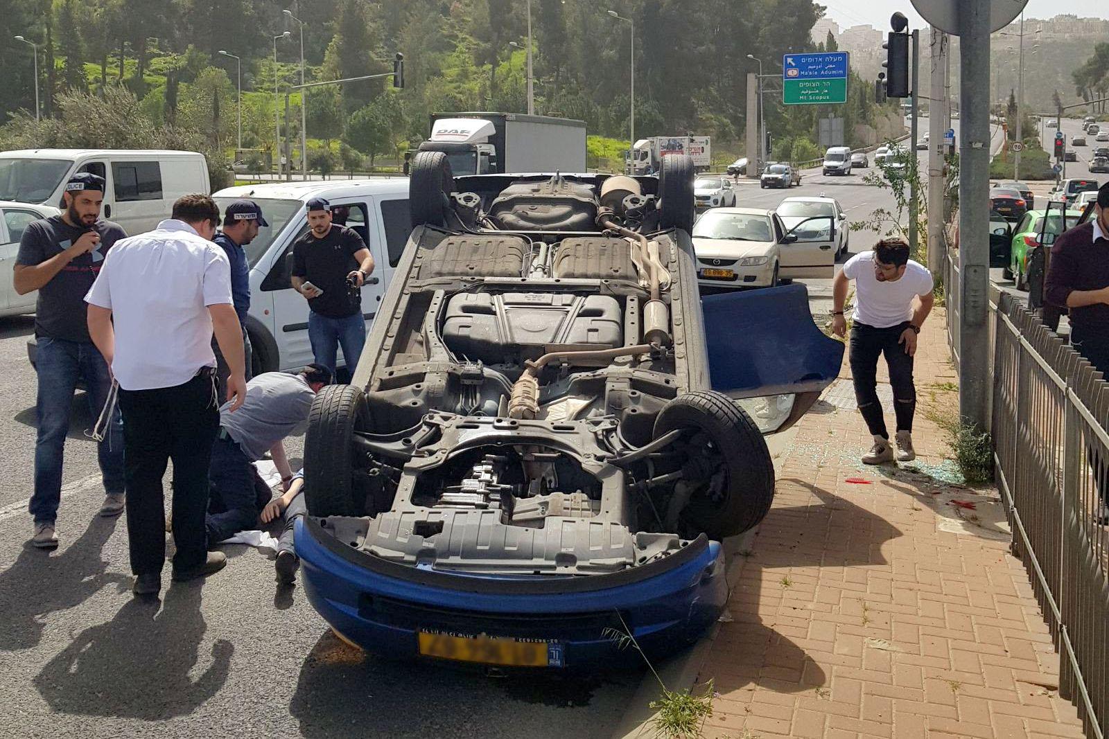 שוב תאונה בצומת המסוכן: נהגת התהפכה
