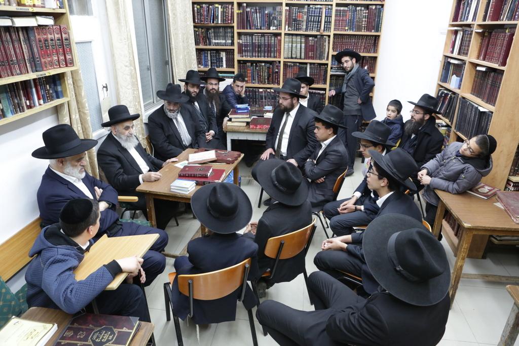 """תלמידי """"הישיבה לצעירים מצויינים"""" אצל גדולי ישראל • צפו"""