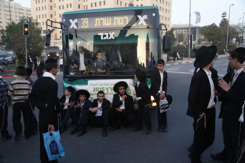 רק כמה מאות בהפגנה בירושלים • תיעוד ענק