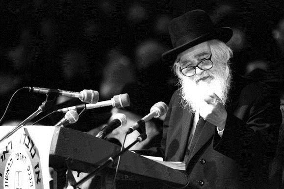 צפו: גדולי ישראל בתפילה לזכר החיילים