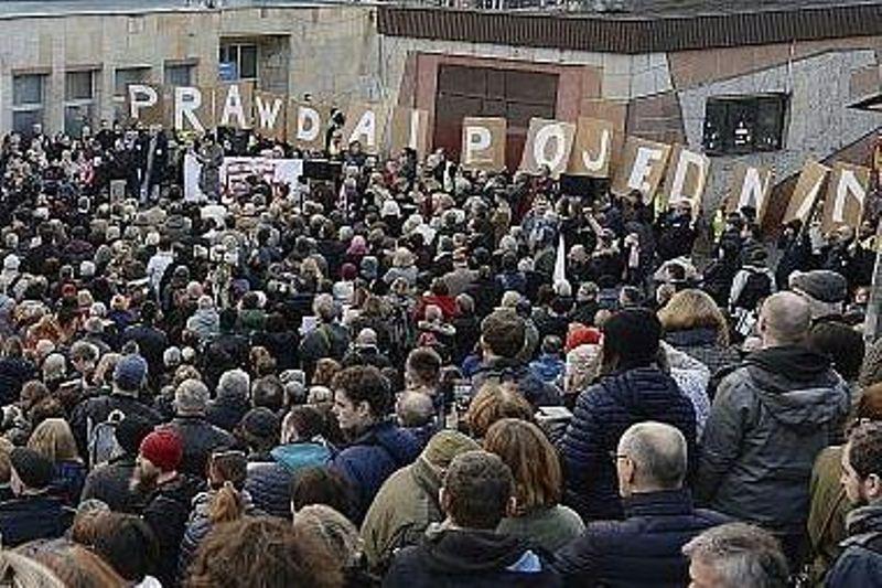 על רקע המתיחות: זוכרים את הגירוש מפולין