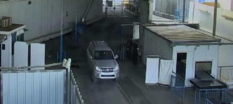 9 נעצרו: עובד קונסוליה בי-ם הבריח נשק