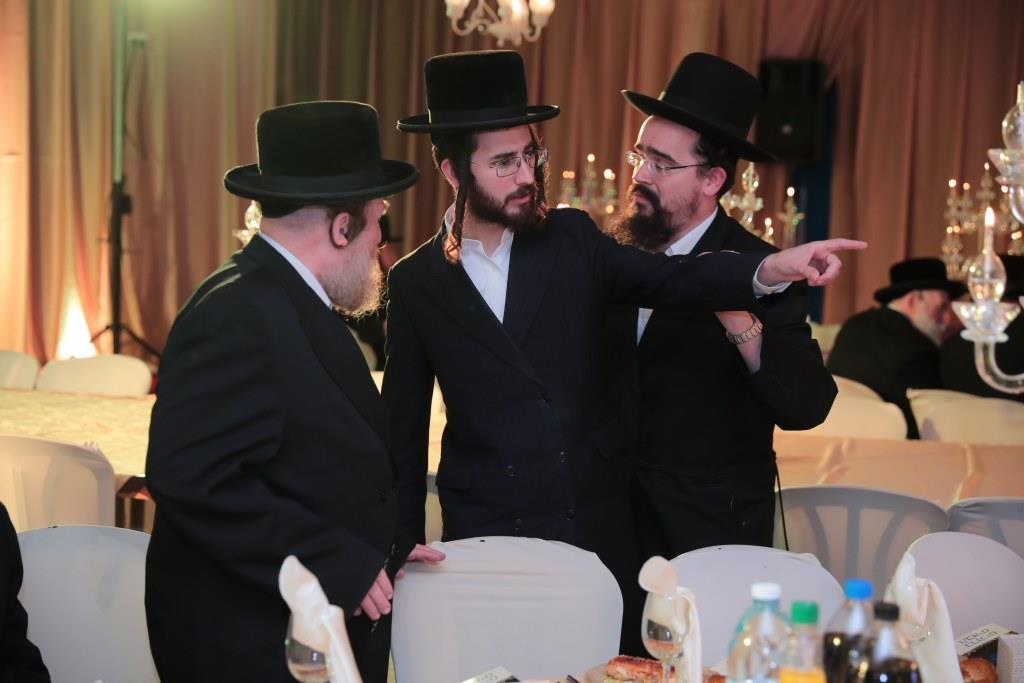 קהל חסידים בחיפה ערכו ועידה להורי חברי הקהילה • גלריה