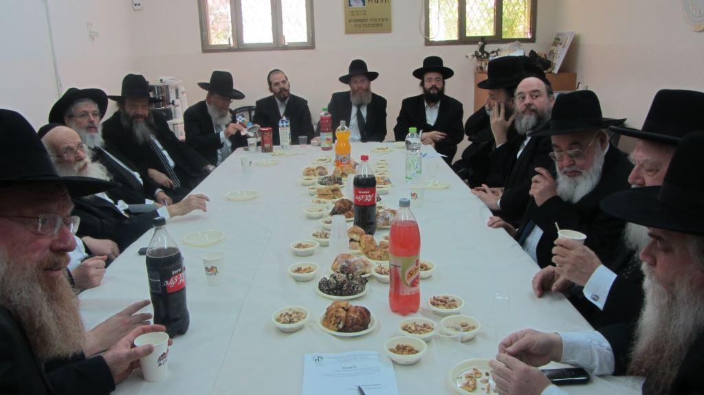 סוגיות מכריעות: 30 מנהלי סמינרים סביב שולחן אחד