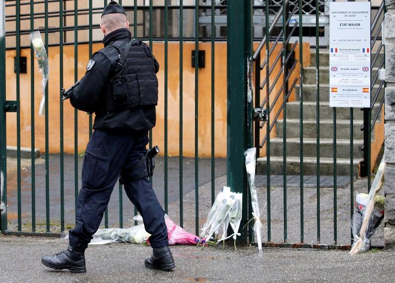 צרפת אבלה על מות השוטר הגיבור: החליף את בני הערובה ונהרג