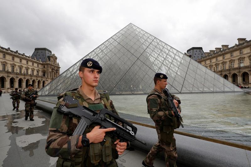 """קומבינה צרפתית: """"שירת"""" יום בחו""""ל ושוחרר"""