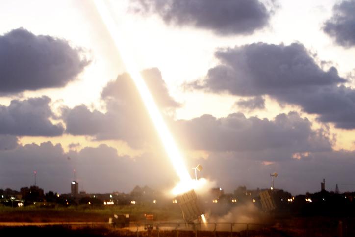 אזעקות בעוטף עזה: מערכת כיפת ברזל הופעלה בשל ירי מקלעים