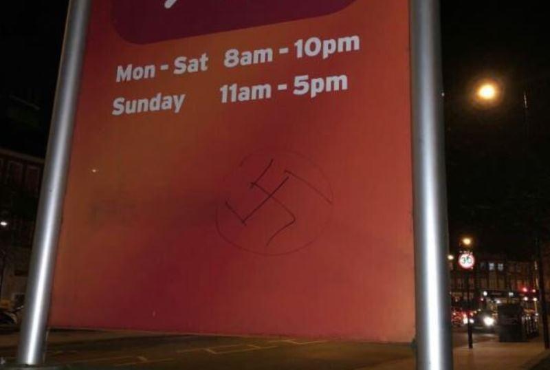 צלב קרס נגד יהודיים בלייקווד ובלונדון