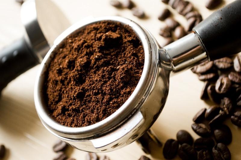 """צפו: תפיסת ענק של קפה מזויף """"כשר לפסח"""""""