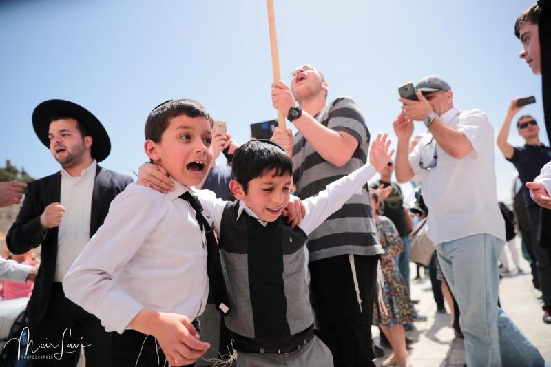 כך חגגו בר מצווה מרגשת ל-120 נערים יתומים • תיעוד ענק