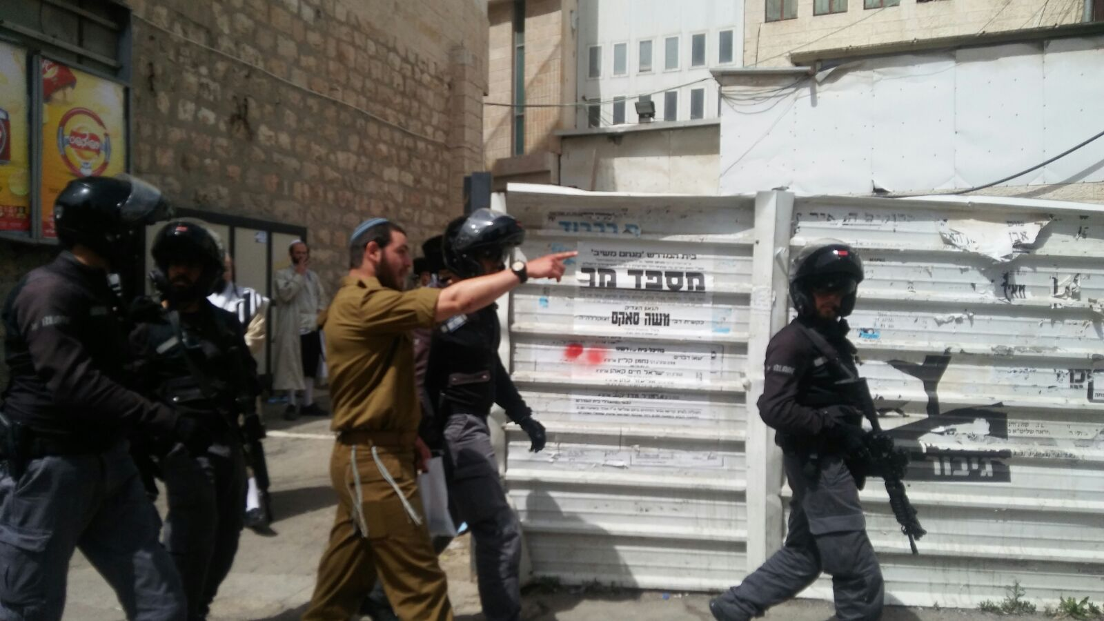 צפו בחרפה: חייל דתי הותקף במאה שערים