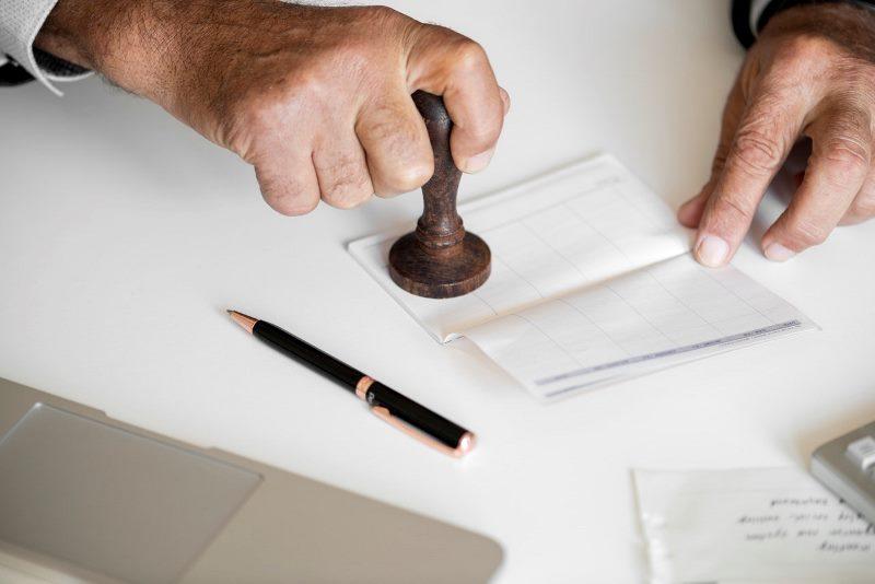 מזכירת העירייה בודקת חשד לזיוף חתימות חברי המועצה החרדים