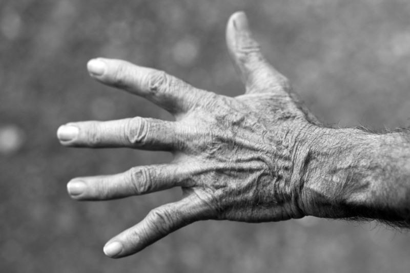 ההומלס לא ריחם על הקשיש המונשם