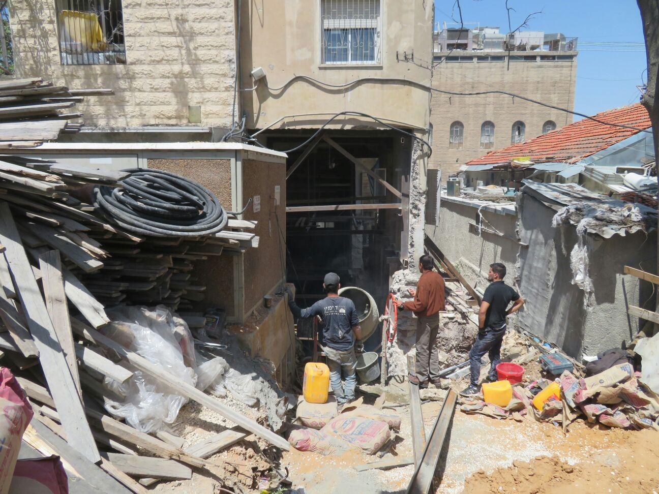 הבניין המיתולוגי של מיר נסגר: הבחורים שכרו דירות