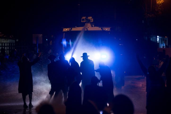 ההפגנות נגד מעצר הצעירה בלשכת הגיוס ממשיכות; מפגין נעצר