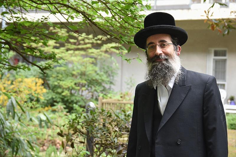 צפו: החסיד שרוצה לייצג את יהודי אנטוורפן