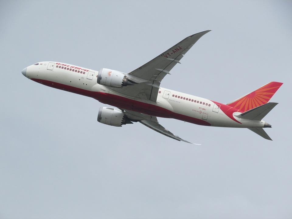 הנוסעים צרחו - המטוס החל להתפרק באוויר