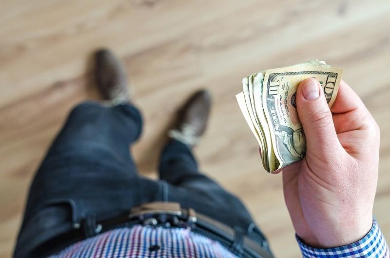 היזהרו: מודעה חריגה במודיעין עילית מזהירה מפני עוקץ בהלוואות