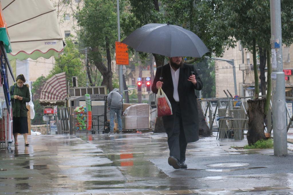 הירושלמים שלפו את המטריות מהבוידעם | צפו בתיעוד מהסערה