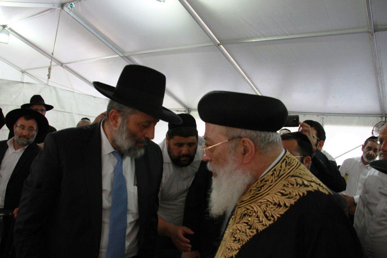"""מפגש ראשון מאז הסולחה: דרעי והראשל""""צ הפגינו אחדות"""