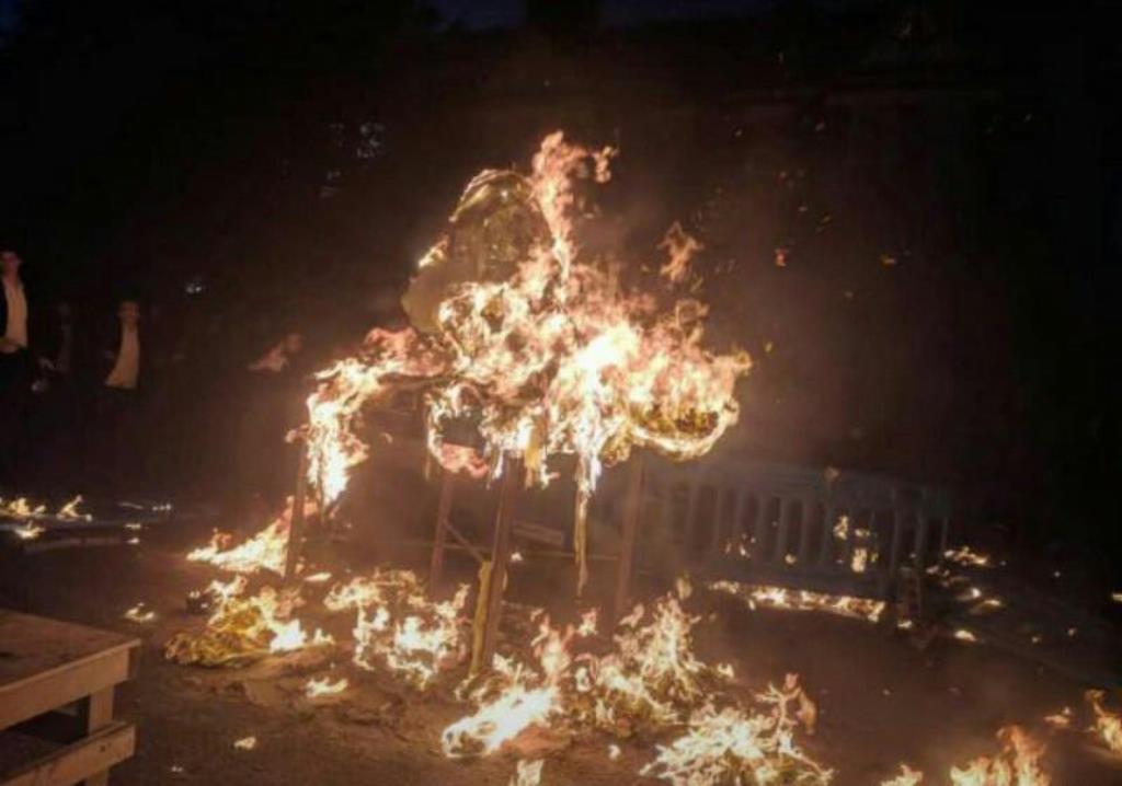 נס: הרבי הדליק את המדורה ואז אירע פיצוץ