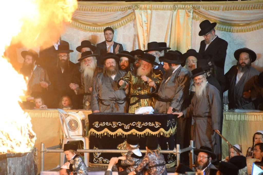 תולדות אברהם יצחק הרבי הדליק את