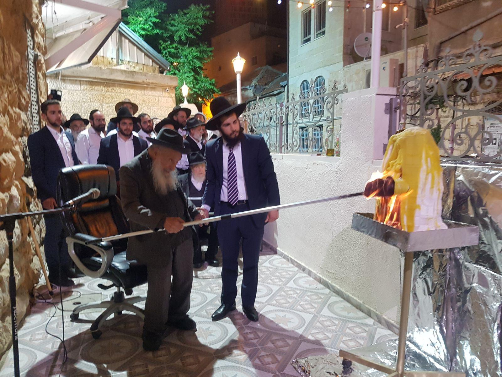זקן המקובלים הדליק בירושלים ובנו הדליק במירון