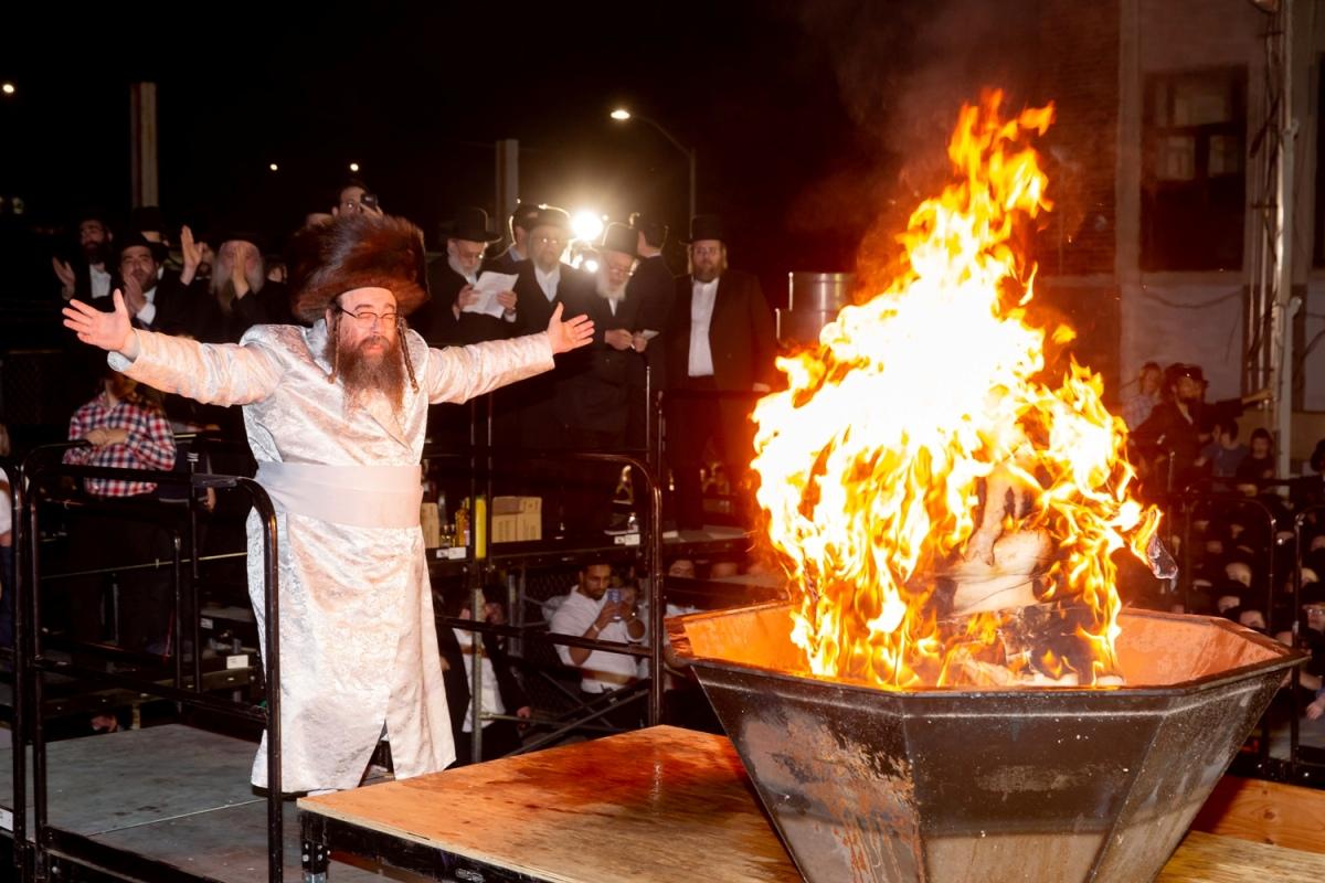 הרבי מווערצקי שהגיע מישראל - הדליק את ויליאמסבורג