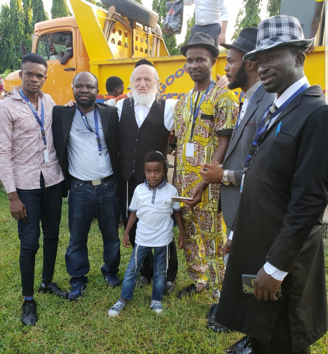 יהודים בניגריה עם יהודה משי זהב. באדיבות המצלם