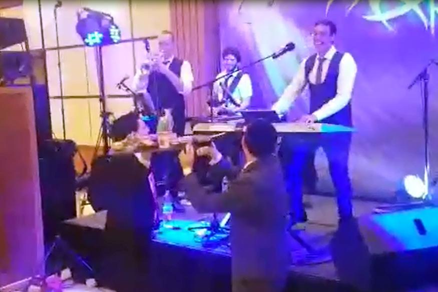 באמצע החתונה: זו ההפתעה שציפתה לקלידן
