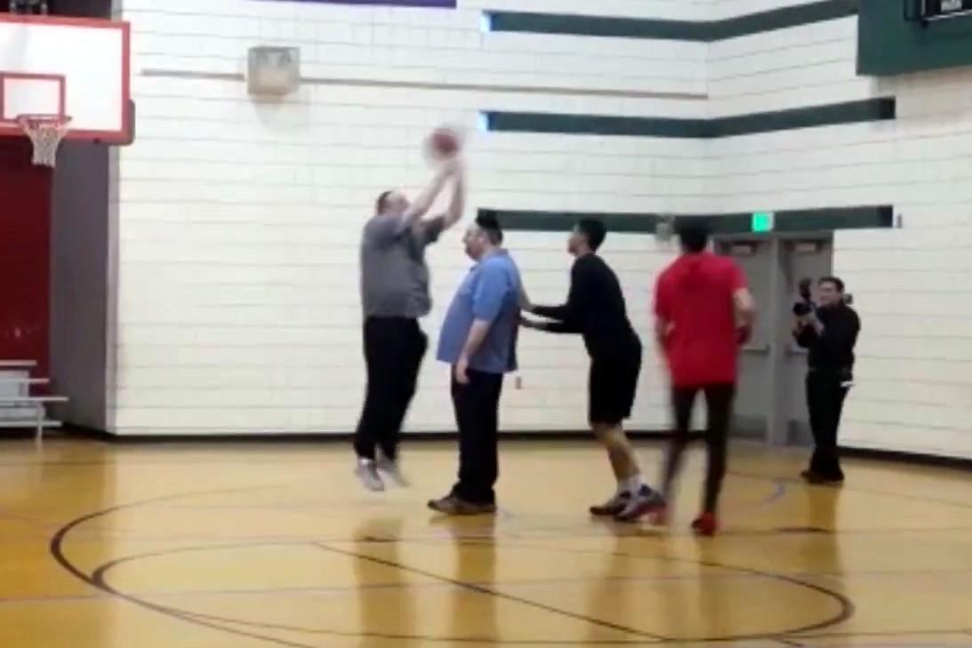צפו: רכניץ שיחק כדורסל עם כוכבי ה-NBA