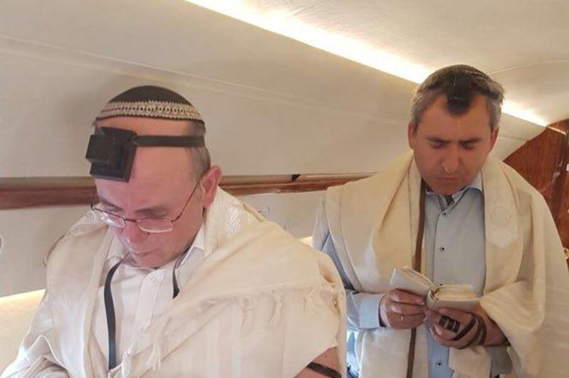 בדרך לפוטין: השר וראש המלל התפללו במטוס
