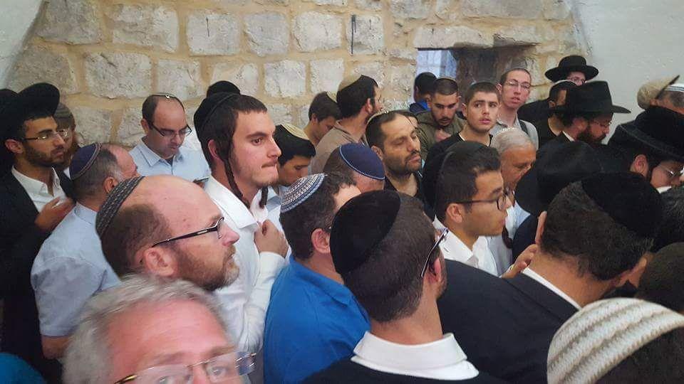 הכניסה הגדולה בשנה: מעל 6000 איש הלילה בקבר יוסף