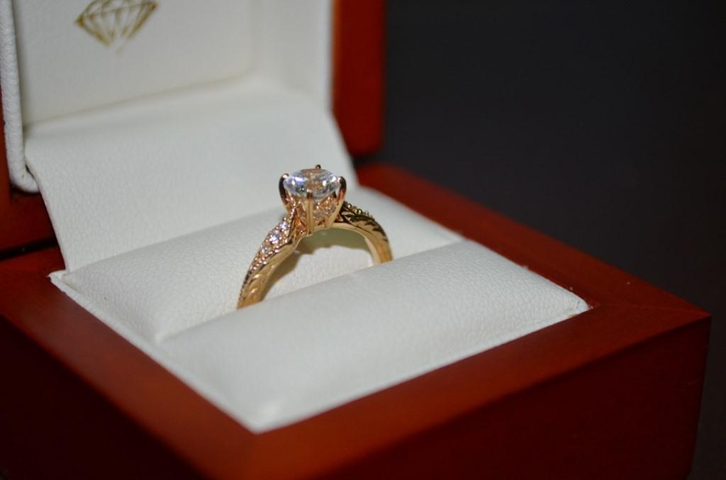הסקר קבע: החתונה רכילותית וצהובה