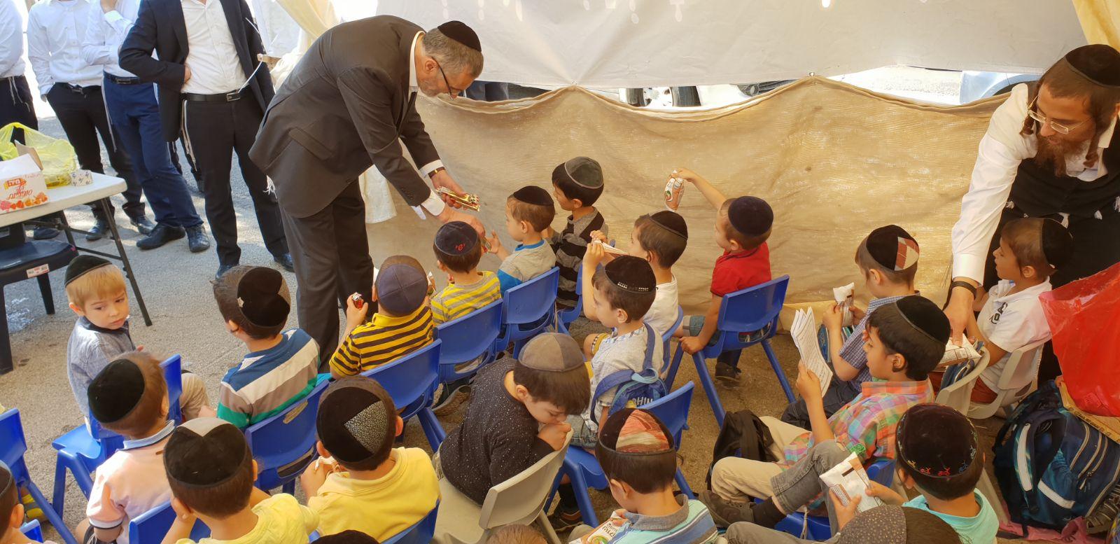 """סערת הת""""ת הספרדי: צביקה כהן פגש את הילדים ומוביל לפתרון"""