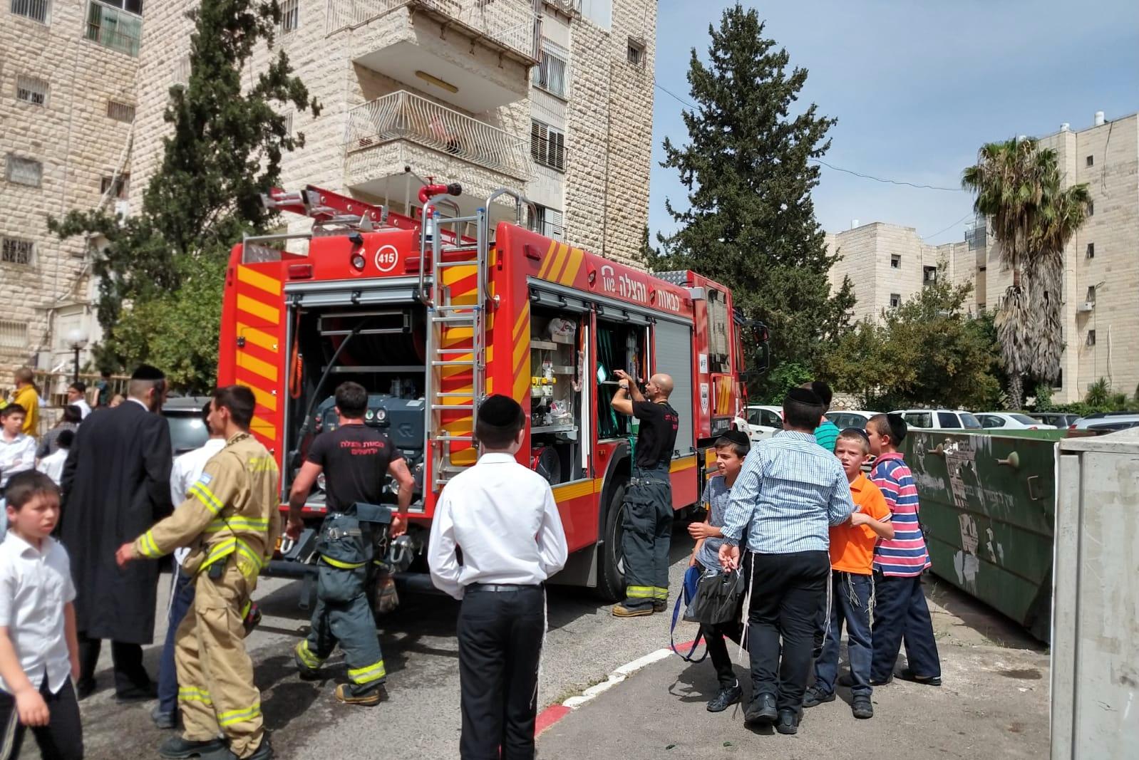 חמישה נפגעים בשריפה בשכונת סנהדריה