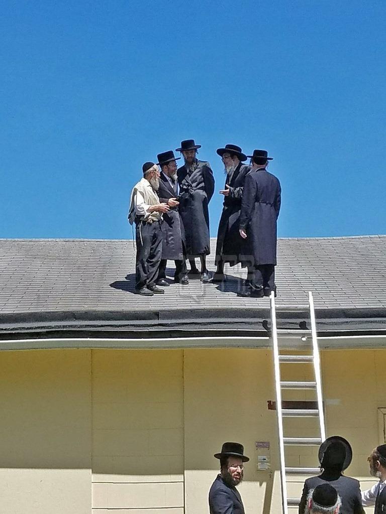 """מחזה לא שגרתי: האדמו""""ר עלה על הגג • צפו"""