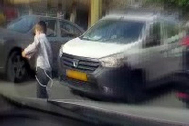 מפחיד: הילד הבני ברקי קפץ לכביש וניצל ברגע האחרון
