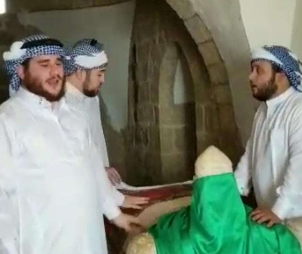 בלבוש בדואי: החרדים עלו לקבר אהרון