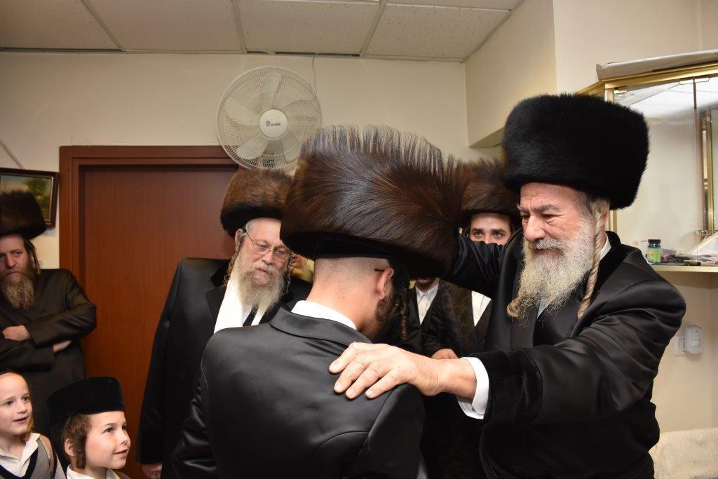 צפו: החתונה בלונדון והחסידים חגגו פאר-שפיל בישראל