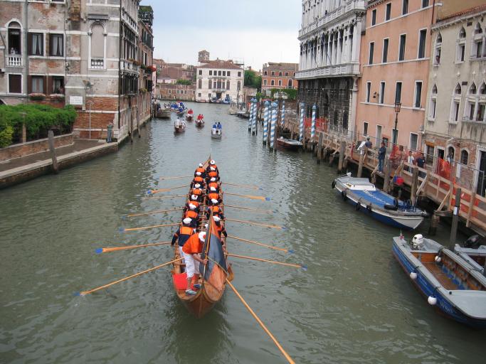 צפו: קומזיץ חסידי בליבה של ונציה הקסומה