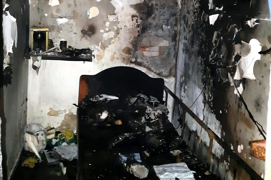 בניין עלה בלהבות בבתי ורשא, חשד להצתה