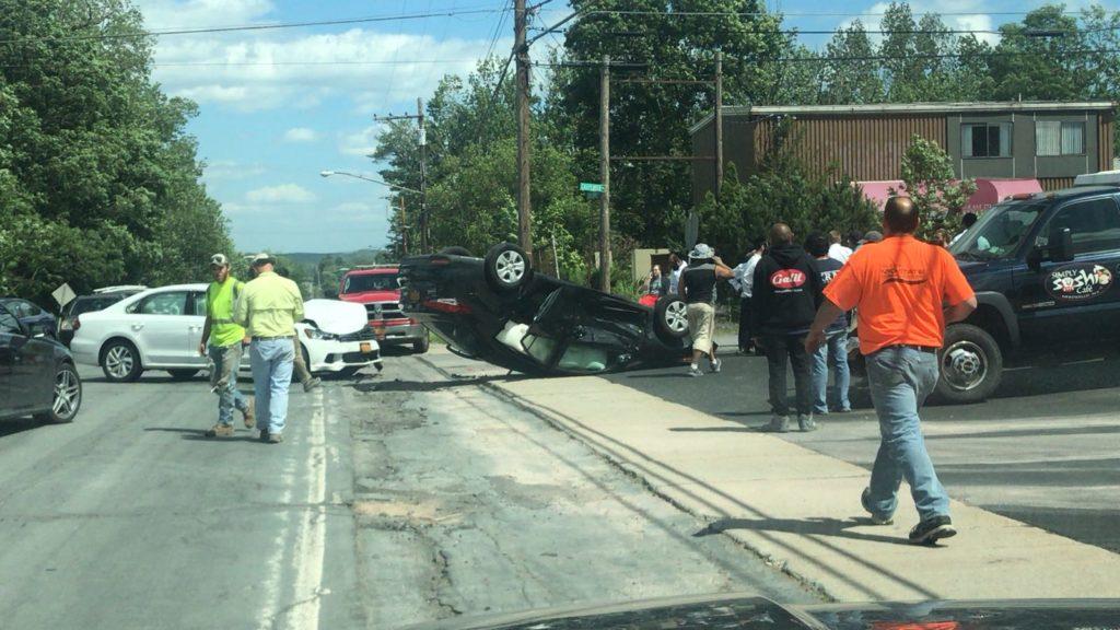 הרכב התהפך ובחור הישיבה נפצע קשה  • צפו