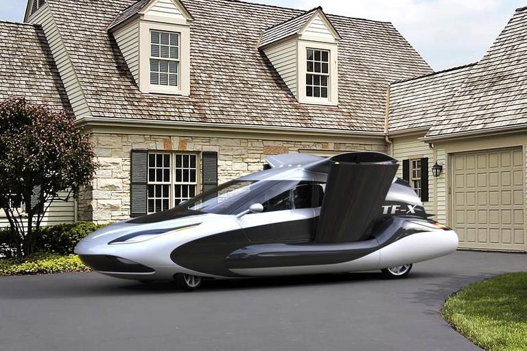 לעוף מעל הפקק: נחשף דגם חדש למכונית המעופפת