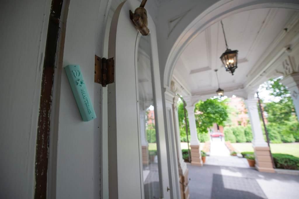 מדוע קבע המושל הנוכרי - מזוזה בפתח ביתו