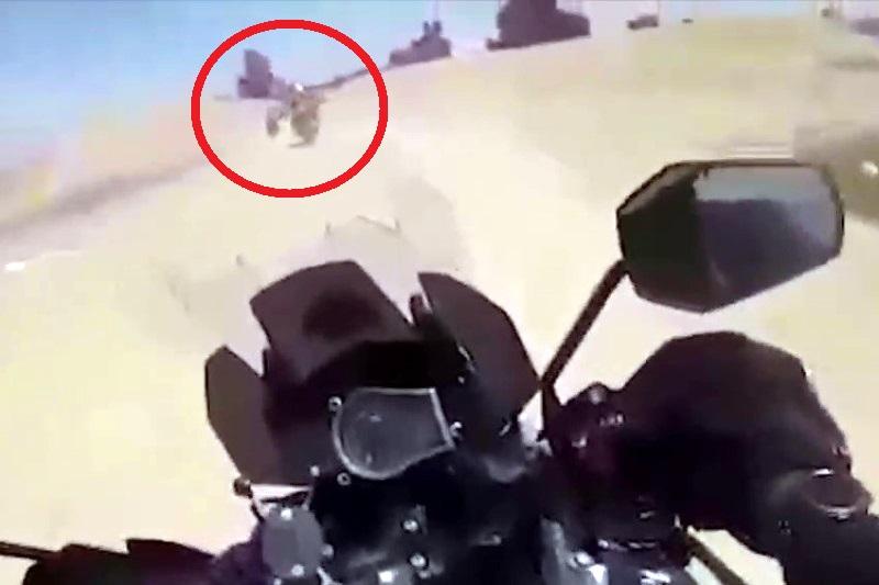 תיעוד מקסדת השוטר • כמו בסרטים: כך נתפס האופנוען לאחר מרדף