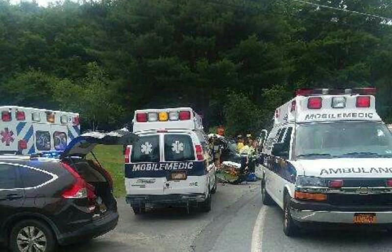 חרדים נפצעו בתאונה, הכוחות ניסרו את הרכב